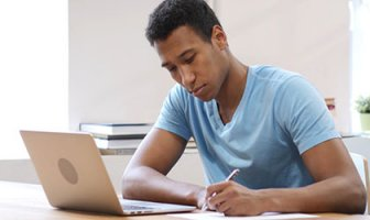 advance america customer taking online classes from home